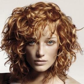 100 tagli capelli mossi per dare nuova luce al vostro look
