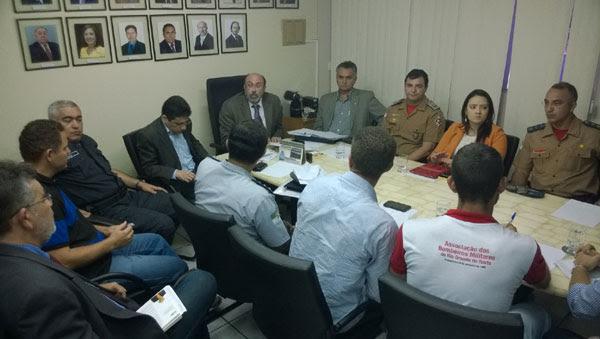 Representantes dos policiais militares e Governo do Estado negociaram durante o início da tarde