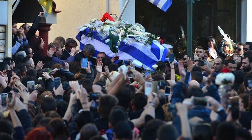 Χιλιάδες στο «τελευταίο αντίο» για τον Παντελή Παντελίδη (ΦΩΤΟ)