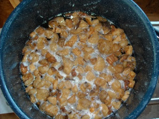 Pig Fat Cracklins Sinking to Bottom of Pot