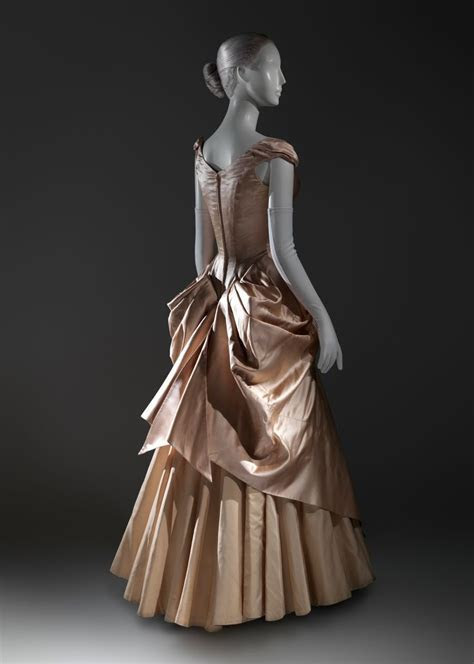 Charles James wedding dress ~ (1948 49)   Costume Design
