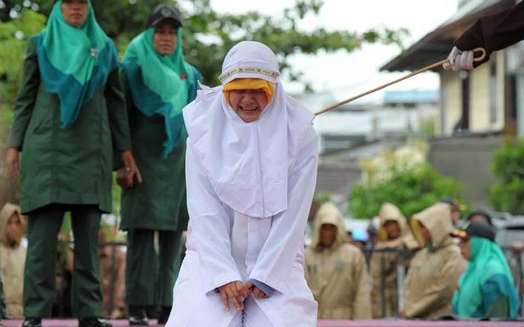 Μαστίγωσαν 23 φορές μουσουλμάνα γιατί «ήρθε πολύ κοντά» με το φίλο της
