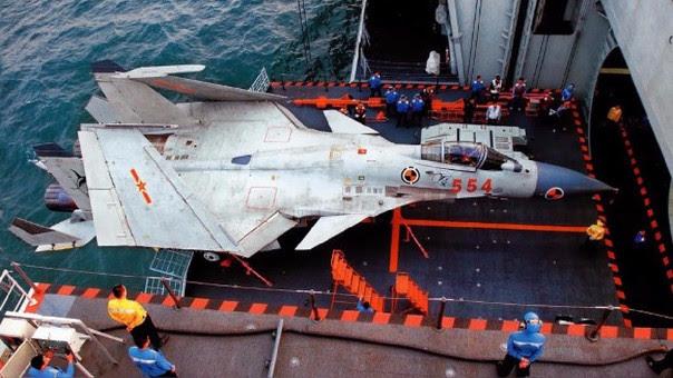 Avión de combate J-15 de la armada china.