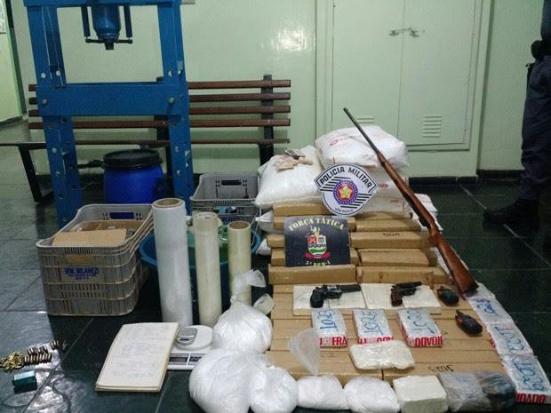 Homem é preso com 68 quilos de maconha e 18 de cocaína em Taubaté (Foto: Divulgação/ Polícia Militar)