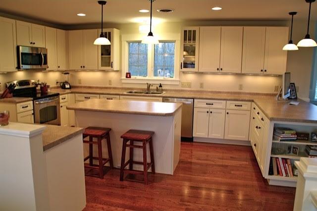 White Kitchen Cabinets | Shaker Style | CliqStudios - contemporary ...