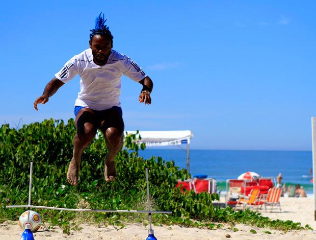 vagner love treino praia (Foto: André Durão / Globoesporte.com)