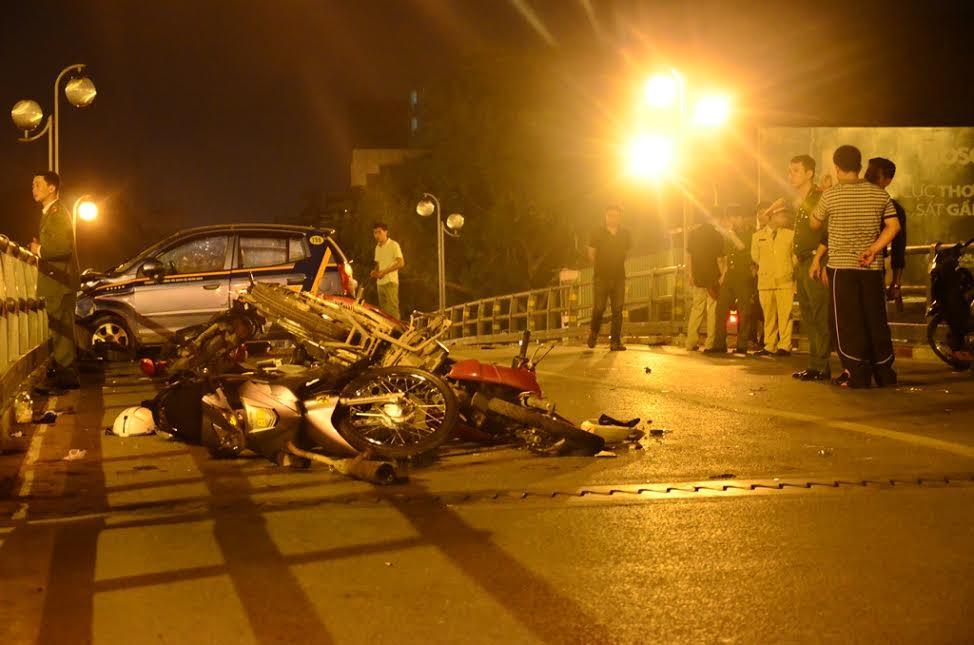 Hình ảnh Thông tin mới về sức khỏe tài xế taxi nhảy cầu sau khi gây tai nạn liên hoàn số 1