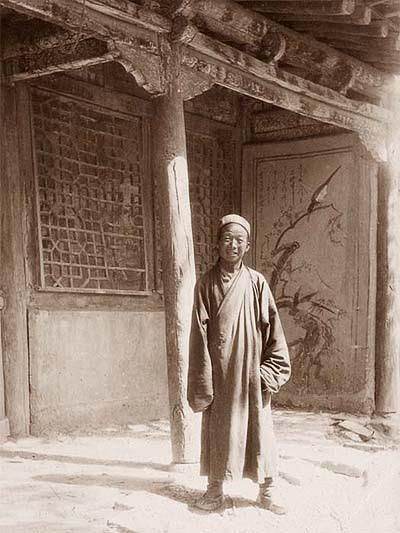 Wang Yuanlu taoista szerzetes, a dunhuangi barlangkönyvtár felfedezője és őre