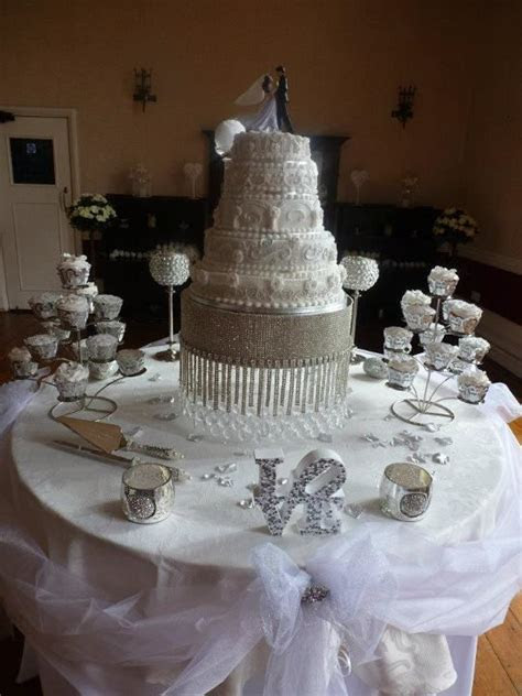 bling cake table     it it was the right decision to put