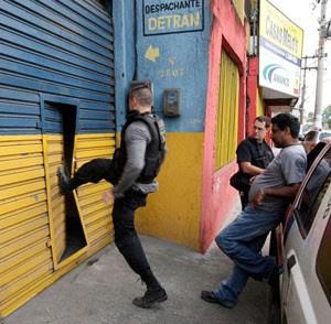 Megaoperação no Rio de Janeiro combate irregularidades no Detran (Foto: Urbano Erbiste/Agência O Globo)