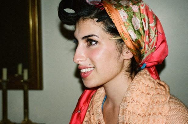 Fotos inéditas de Amy Winehouse saudável causam comoção na internet!