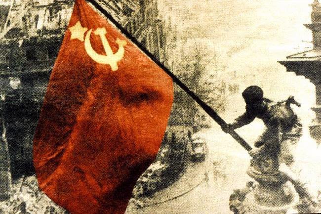 Η ανάρτηση της κόκκινης σημαίας στο Ράιχσταγκ, γενικά ο ρόλος της Σοβιετικής Ενωσης, συνεχίζουν να είναι καρφί στο μάτι του ιμπεριαλισμού.  Ο Κόκκινος Στρατός όχι μόνο υπεράσπισε τη σοσιαλιστική πατρίδα, αλλά εκπλήρωσε με τιμή το διεθνιστικό του χρέος  βοηθώντας και άλλους λαούς να απελευθερωθούν