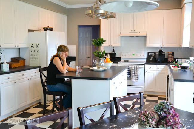 Karen - The Graphics Fairy's house - a white kitchen