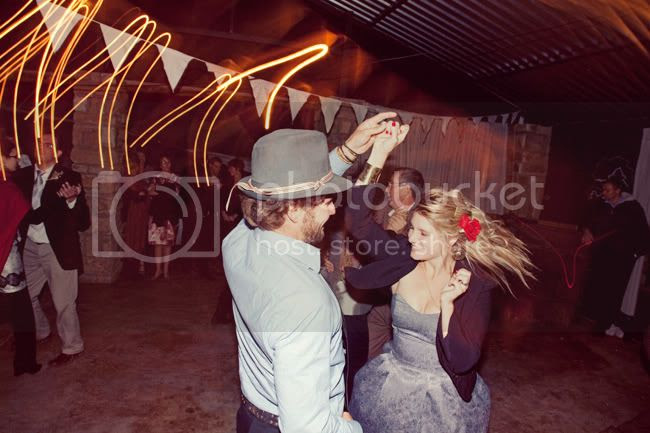 http://i892.photobucket.com/albums/ac125/lovemademedoit/WE_freestatefarmwedding_047-1.jpg?t=1308671161