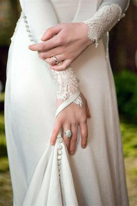 First Photos of Bella's Breaking Dawn Wedding Dress