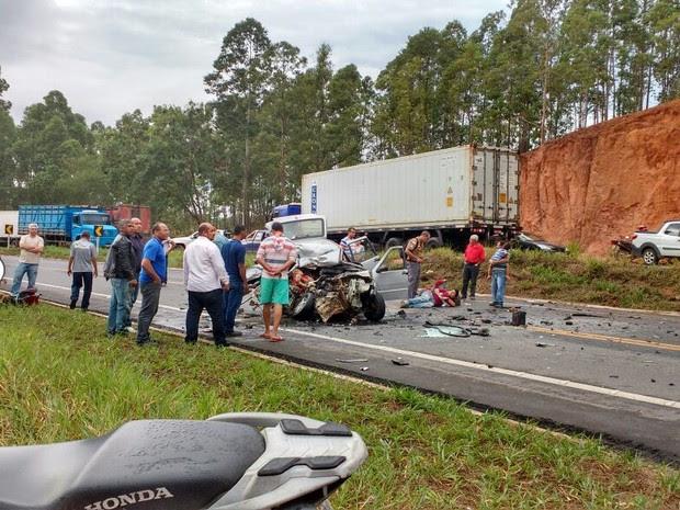 Acidente na BR-259, em Cavalinhos, João Neiva (Foto: Luis Almeida/ VC no ESTV)