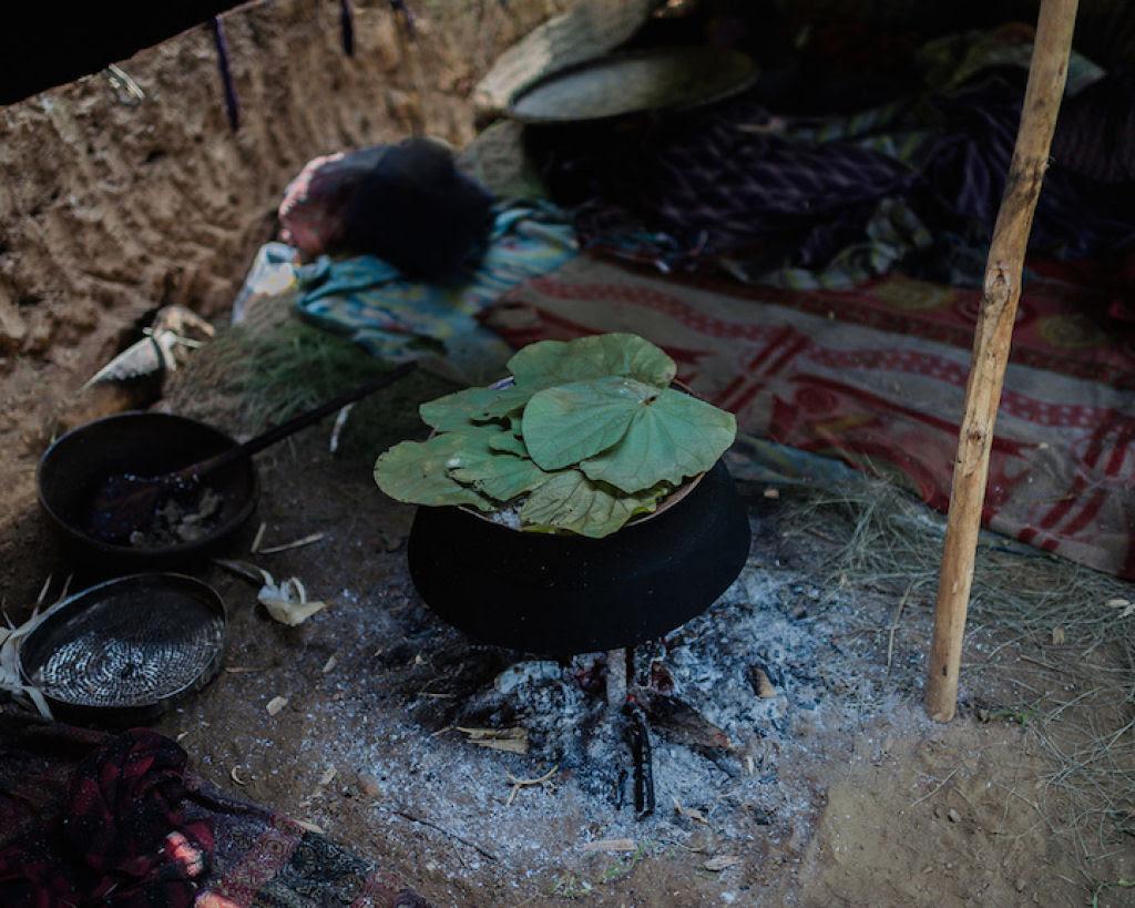Fotógrafo documenta os últimos caçadores-coletores de tribo do Himalaia 08