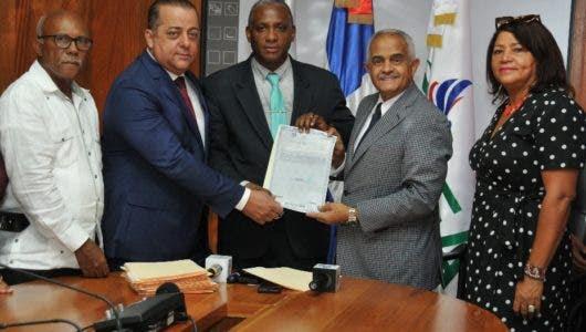 Agricultura y el CEA entregan certificaciones títulos a la ANPA