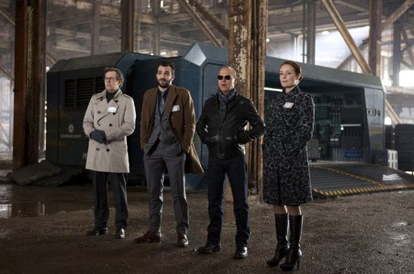 Dr. Dennett Norton (Gary Oldman), Tom Pope (Jay Baruchel), Raymond Sellars (Michael Keaton) and Liz Kline (Jennifer Ehle) are members of OmniCorp in ROBOCOP.