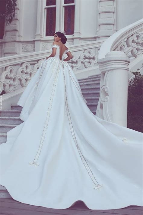 10 OVER THE TOP WEDDING GOWNS   MiniMeCity.com