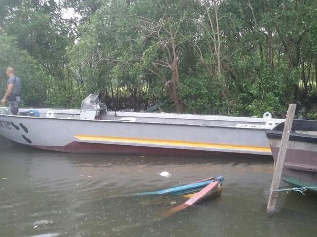 Embarcação trabalhava com motor de caminhão (Foto: G1)