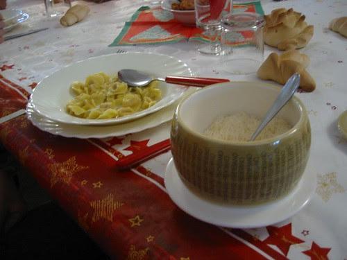 Reggio Emilia 07 Tortellini e parmiggiano