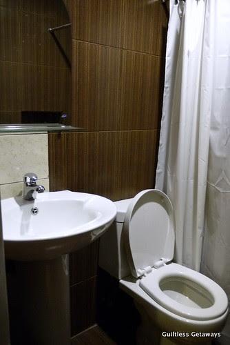 isuites-zen-room-bath.jpg