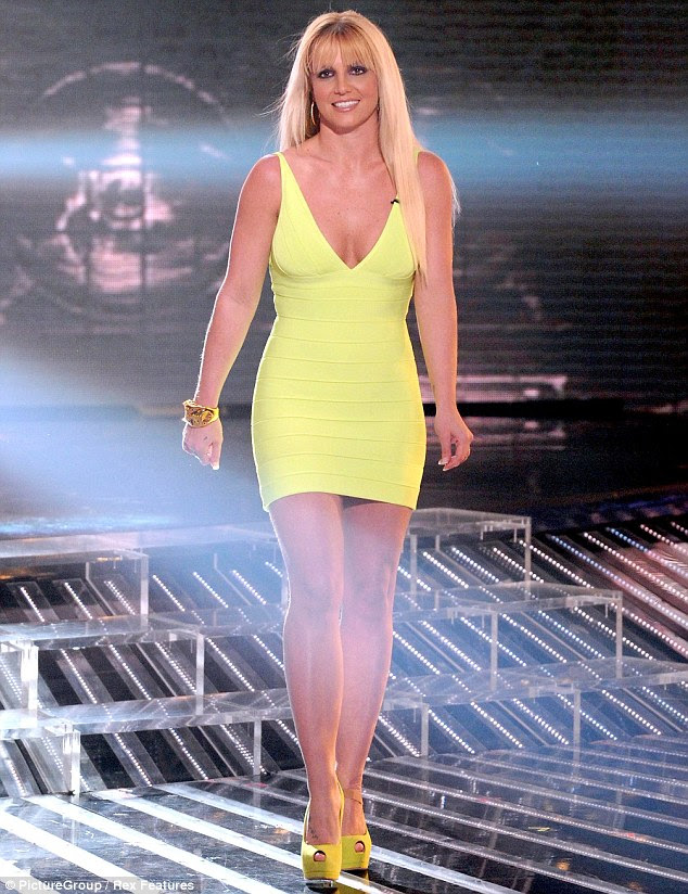 katching my i britney spears wows in plunging neon dress