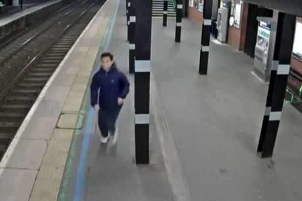 Τρομακτικό βίντεο δείχνει το φύλο εισβολέας κυνηγάει γυναίκα στο σιδηροδρομικό σταθμό