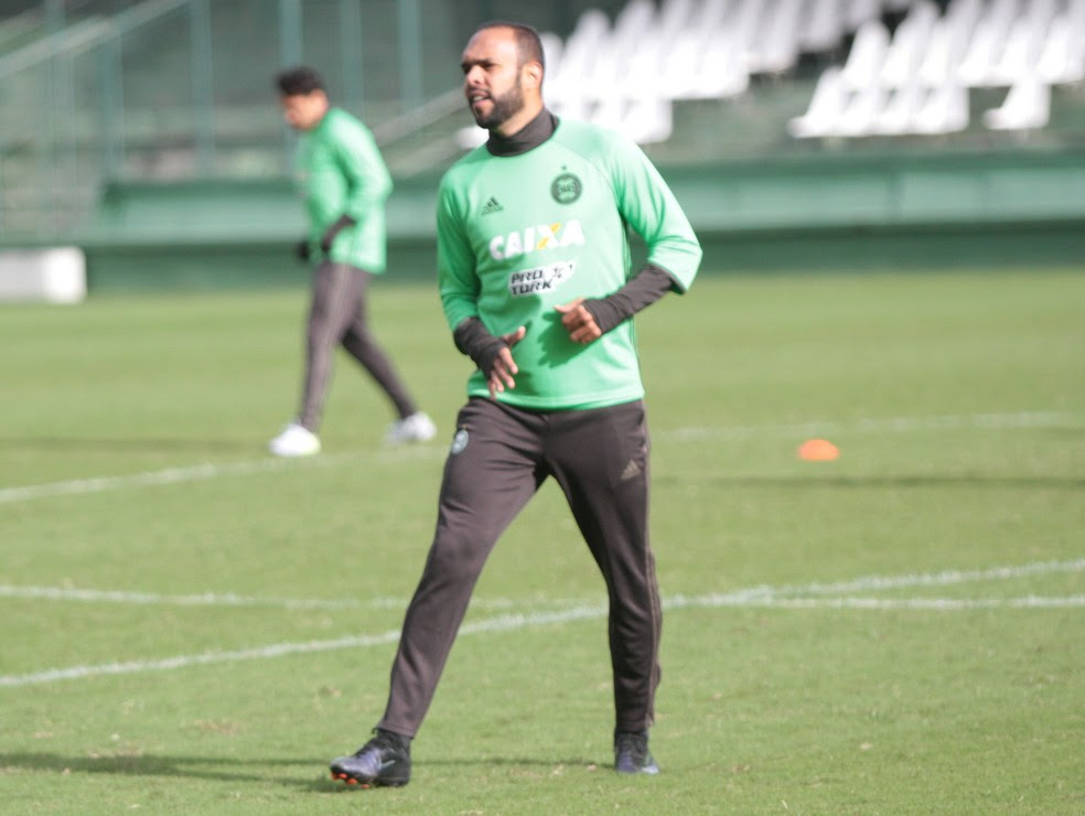 Impedido de atuar contra o Palmeiras, Alecsandro fica como opção no banco do Coritiba (Foto: Divulgação/Coritiba)