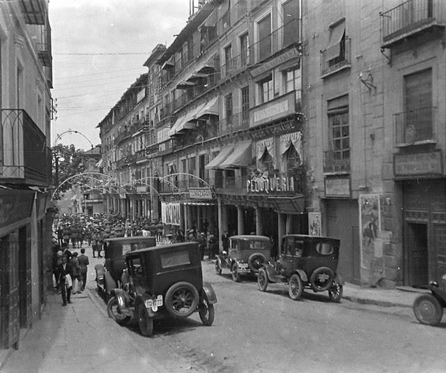 Plaza de Zocodover en junio de 1927. Fotografía de Albert Oliveras i Folch. © Arxiu Fotogràfic de Catalunya. Centre Excursionista de Catalunya