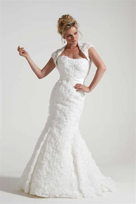 wedding dress   year  brides