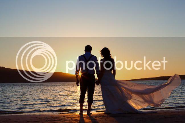 http://i892.photobucket.com/albums/ac125/lovemademedoit/ML_beachtrashthedress_007.jpg?t=1300698339