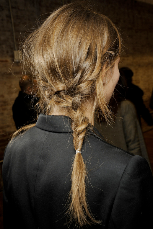 LE FASHION BLOG HAIR MESSY BRAIDS RAG BONE FW 2011 SIDE BRAID 1 photo LEFASHIONBLOGHAIRMESSYBRAIDSRAGBONEFW2011SIDEBRAID1.png