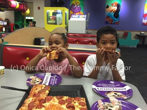 Chuck E. Cheese's Thin and Crispy Pepperoni Pizza