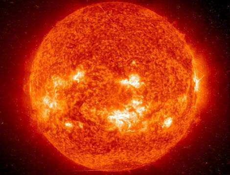 Imagen de 2003 en la que se aprecia la actividad solar. | NASA