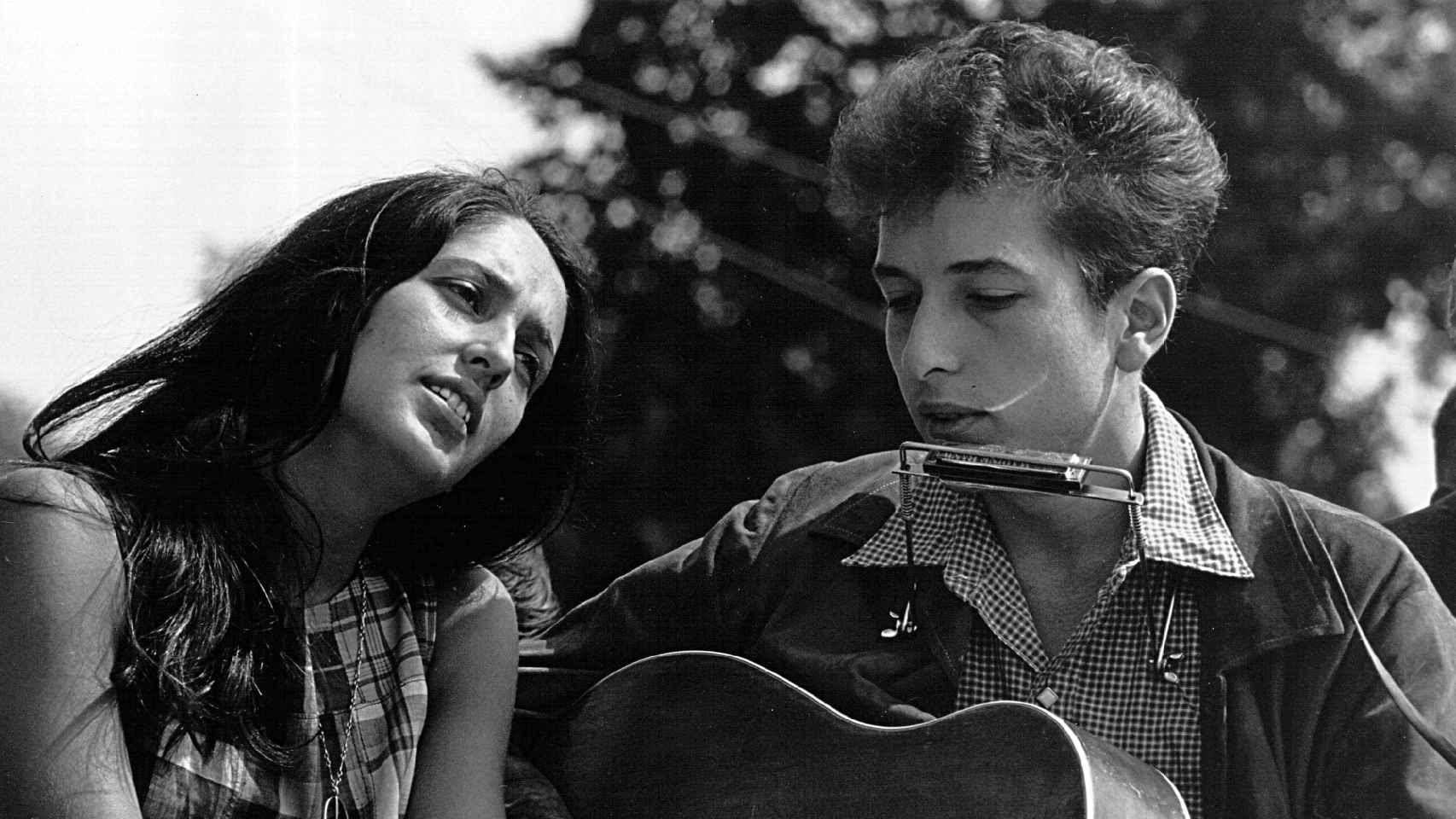 Joan Baez y Bob Dylan en agosto de 1963.