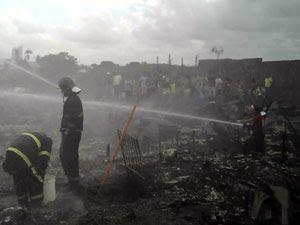 Incêndio em Afogados (Foto: Bruno Fontes/Globo Nordeste)