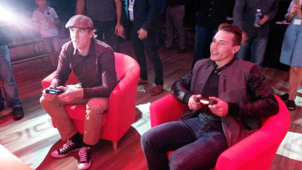 Dale Weise et Brendan Gallagher ont joué à NHL16 ensemble. (Photo Simon Dessureault)