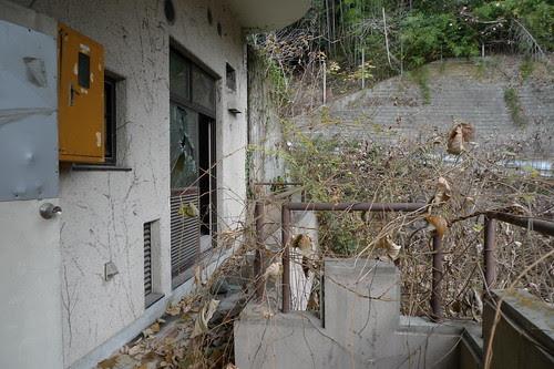 balcony (Sun Hills Hotel ruins)