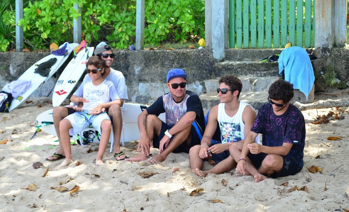 Amigos Filipe Toledo surfe Ubatuba (Foto: Danilo Sardinha/GloboEsporte.com)
