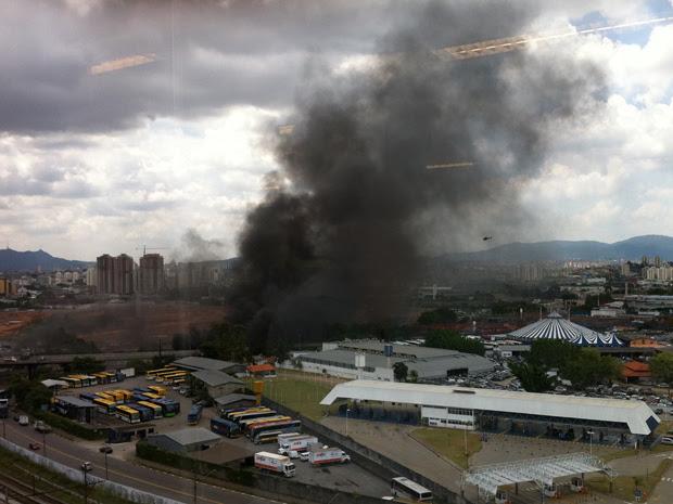 Incêndio na Mocidade Alegre (Foto: Thiago Gonçalves/VC no G1)