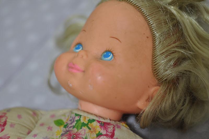rostinho da boneca ainda sujo