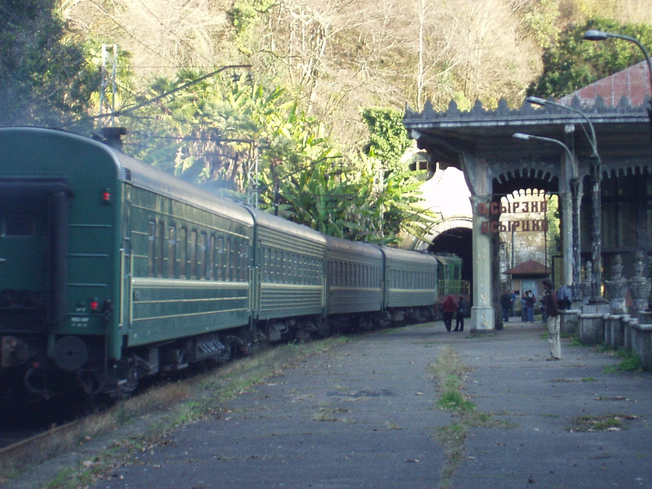 http://upload.wikimedia.org/wikipedia/commons/c/c6/Passenger_train_in_Psyrtskha,_Abkhazia.JPG