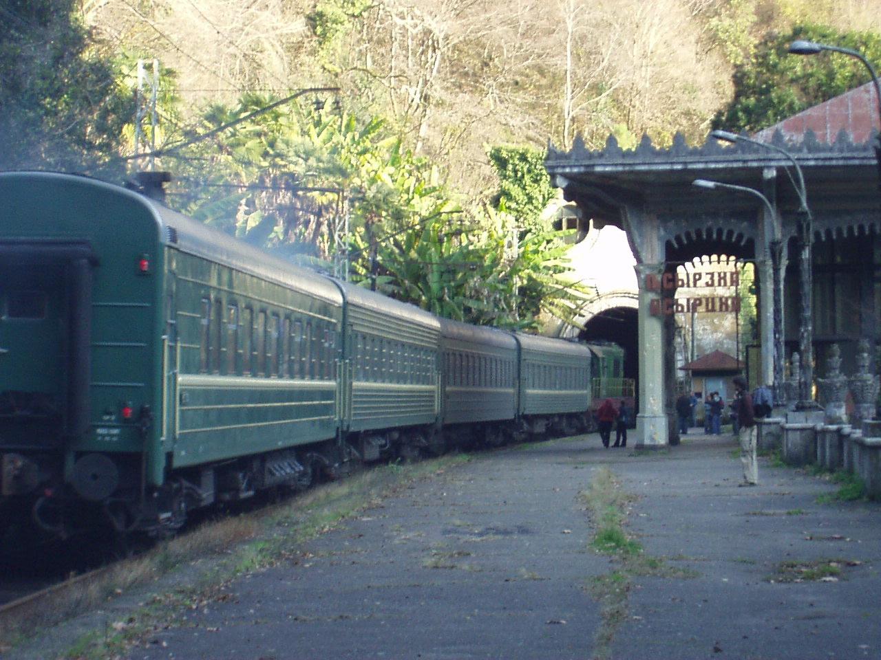 http://upload.wikimedia.org/wikipedia/commons/c/c6/Passenger_train_in_Psyrtskha,_Abkhazia.JPG