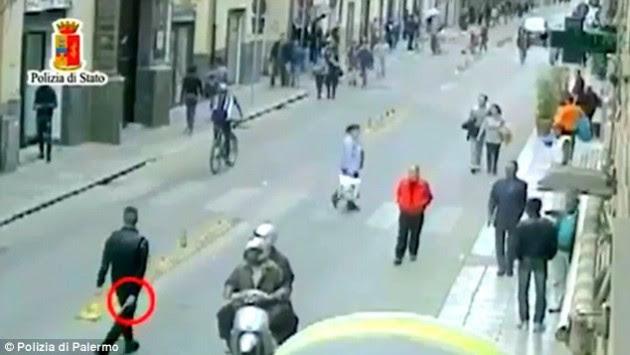 `Πόλεμος` της ιταλικής μαφίας με τους μετανάστες! Σοκαριστικό βίντεο