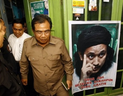 District Attorney Amri Sata walks after meeting with mother and brother of Bali bomber Imam Samudra at Imam's mother's house in Serang, Banten province, Indonesia, Thursday, Nov. 6, 2008. The three Indonesian militants on death row for the 2002 Bali bombings have exhausted legal options and could be executed within days.