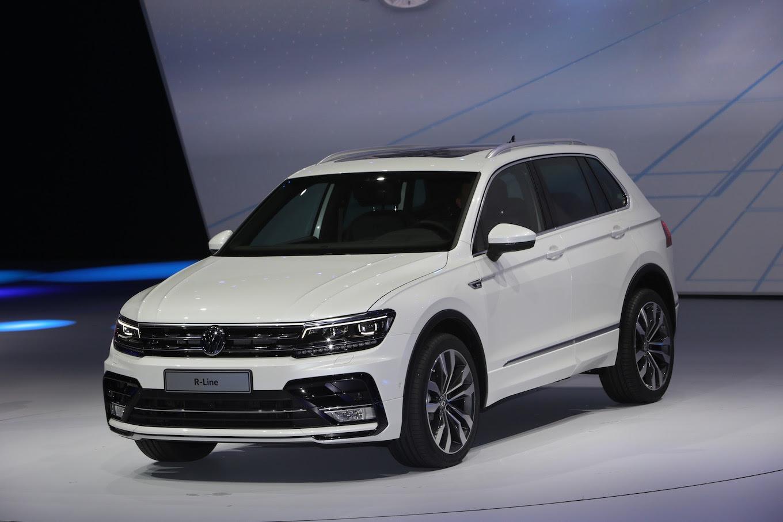 2017-Volkswagen-Tiguan-R-Line-front-three-quarter