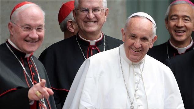 Le pape François, accompagné de cardinaux, dont le Québécois Marc Ouellet, le 2 mai dernier.