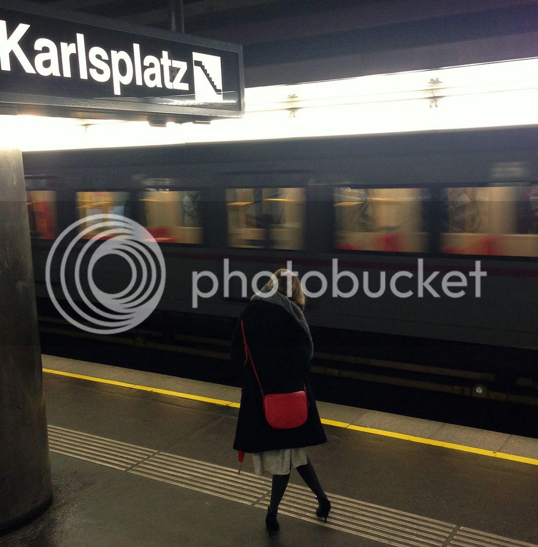 photo Street Style in Vienna Austria_zpspr7thv3w.jpg